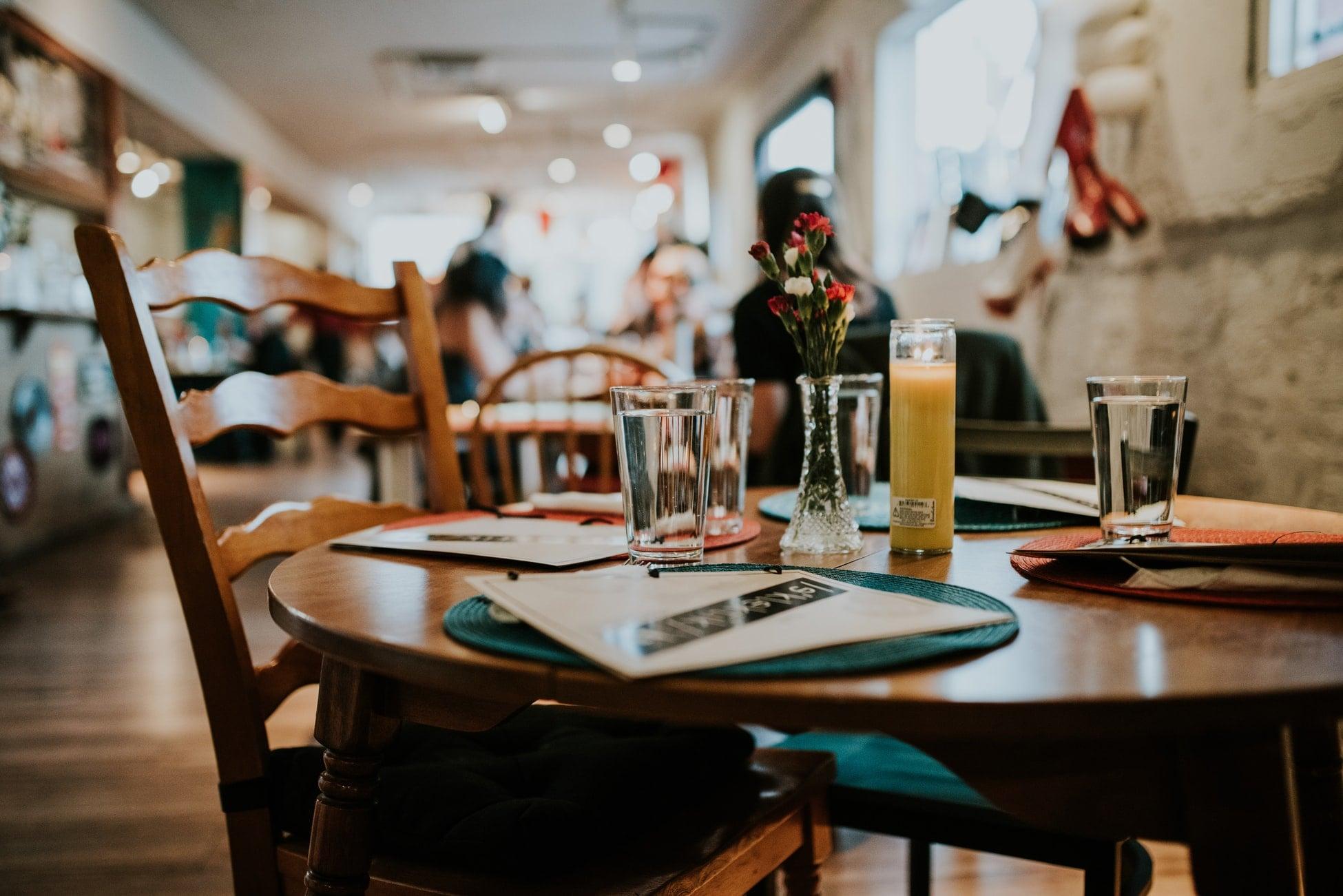 idei de marketing online pentru restaurante, interior local