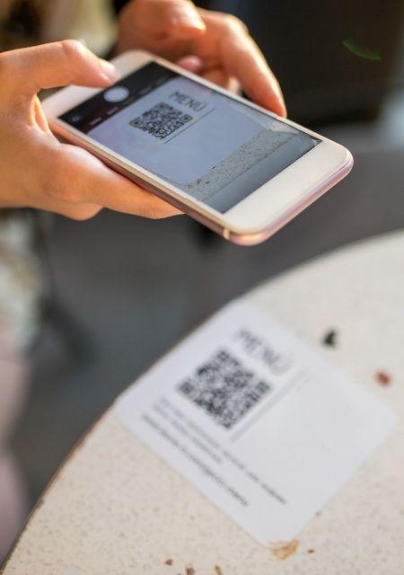 meniu digital restaurant, scanare cod qr cu iphone